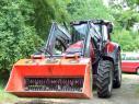 Traktor s ALLU lopatou, ktorá dokáže spracovať biologický odpad, ale aj drobný stavebný odpad